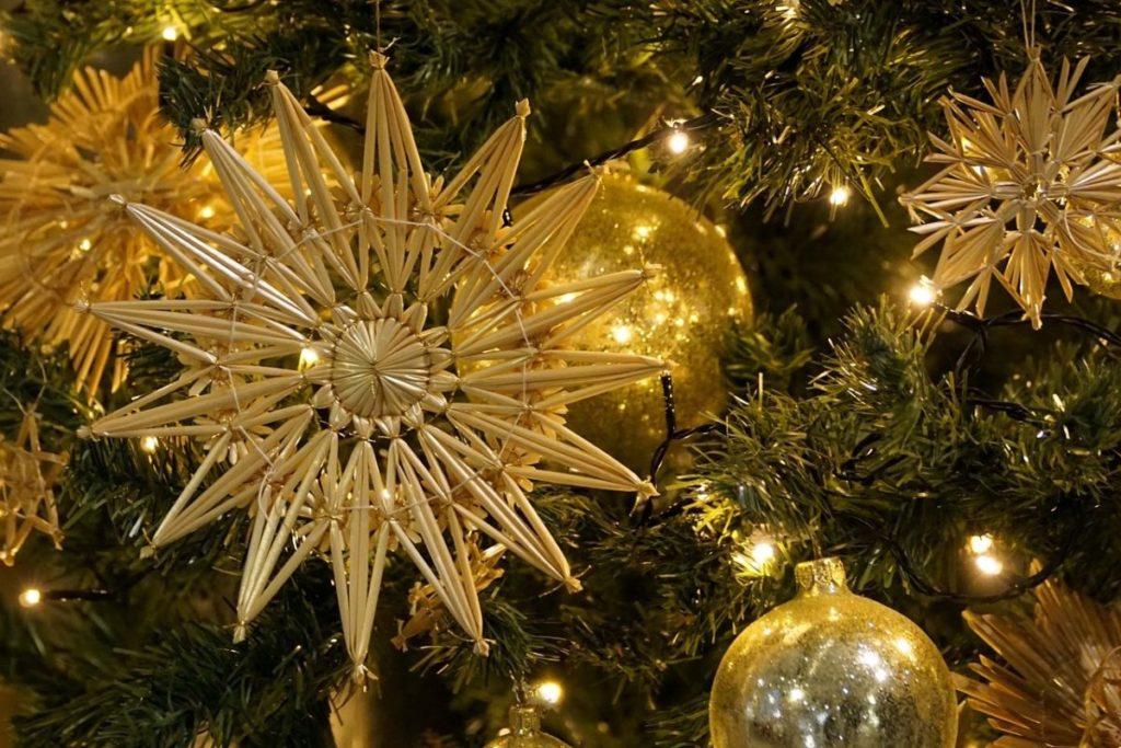 <span style='color:#0f69a0'>Vorweihnachtliche Basteleien</span><br> Bricolages de Noël